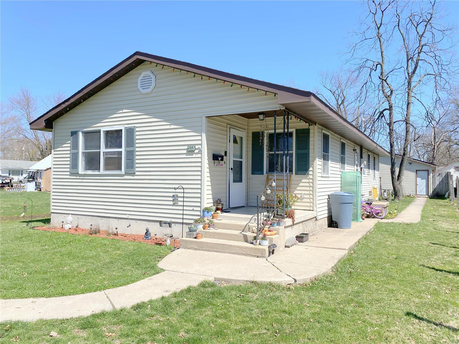 518 N Locust Street Property Photo - Monroe City, MO real estate listing