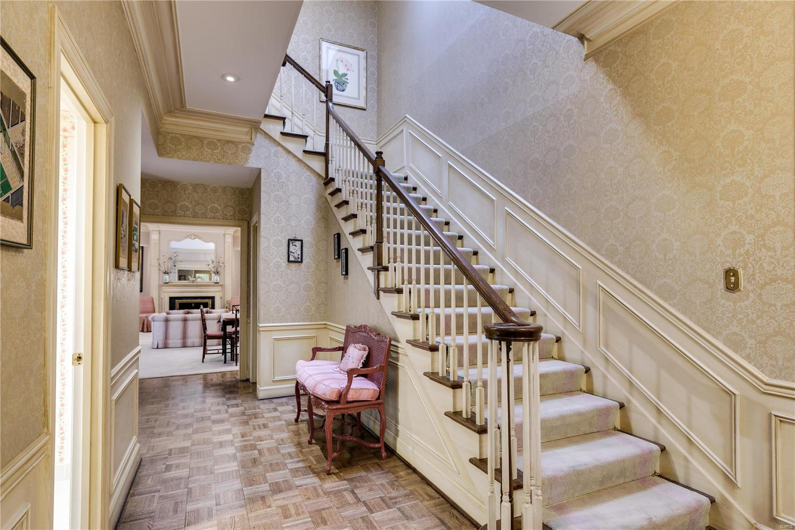 12 Chatfield Place Road Property Photo - Creve Coeur, MO real estate listing