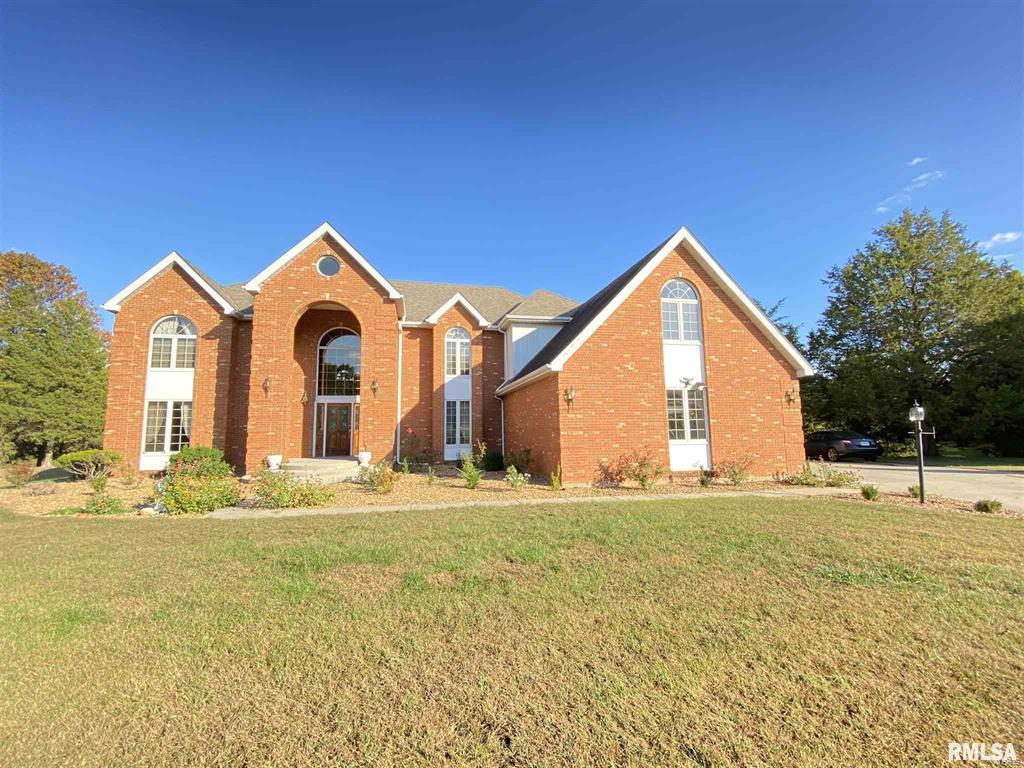 521 Deer Lake Drive W Property Photo - Carbondale, IL real estate listing