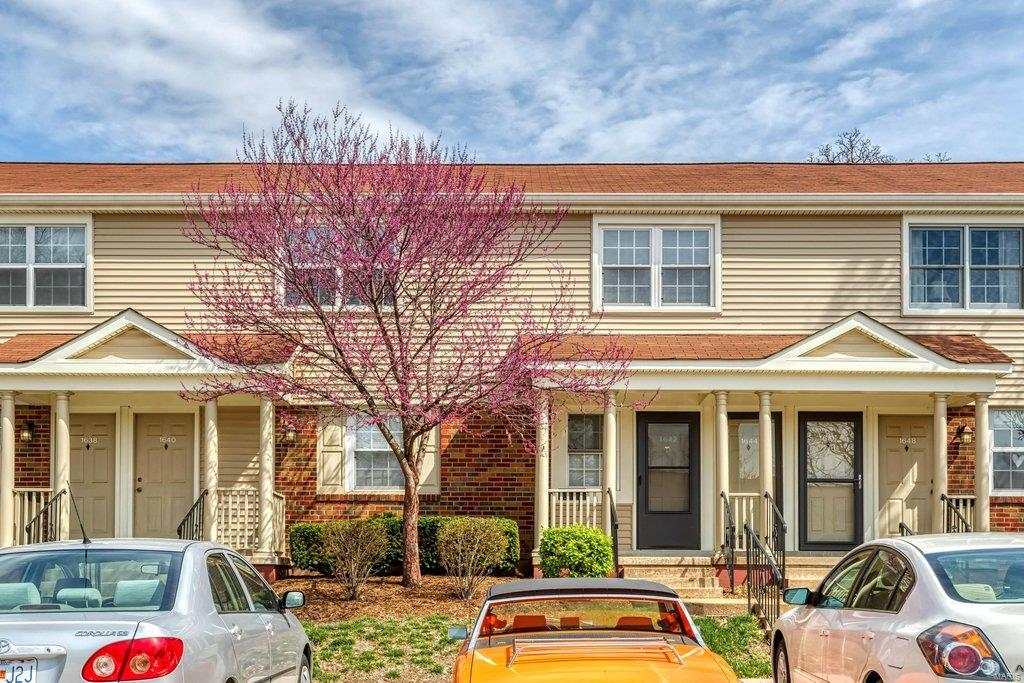1644 E Swan Circle Property Photo - Brentwood, MO real estate listing