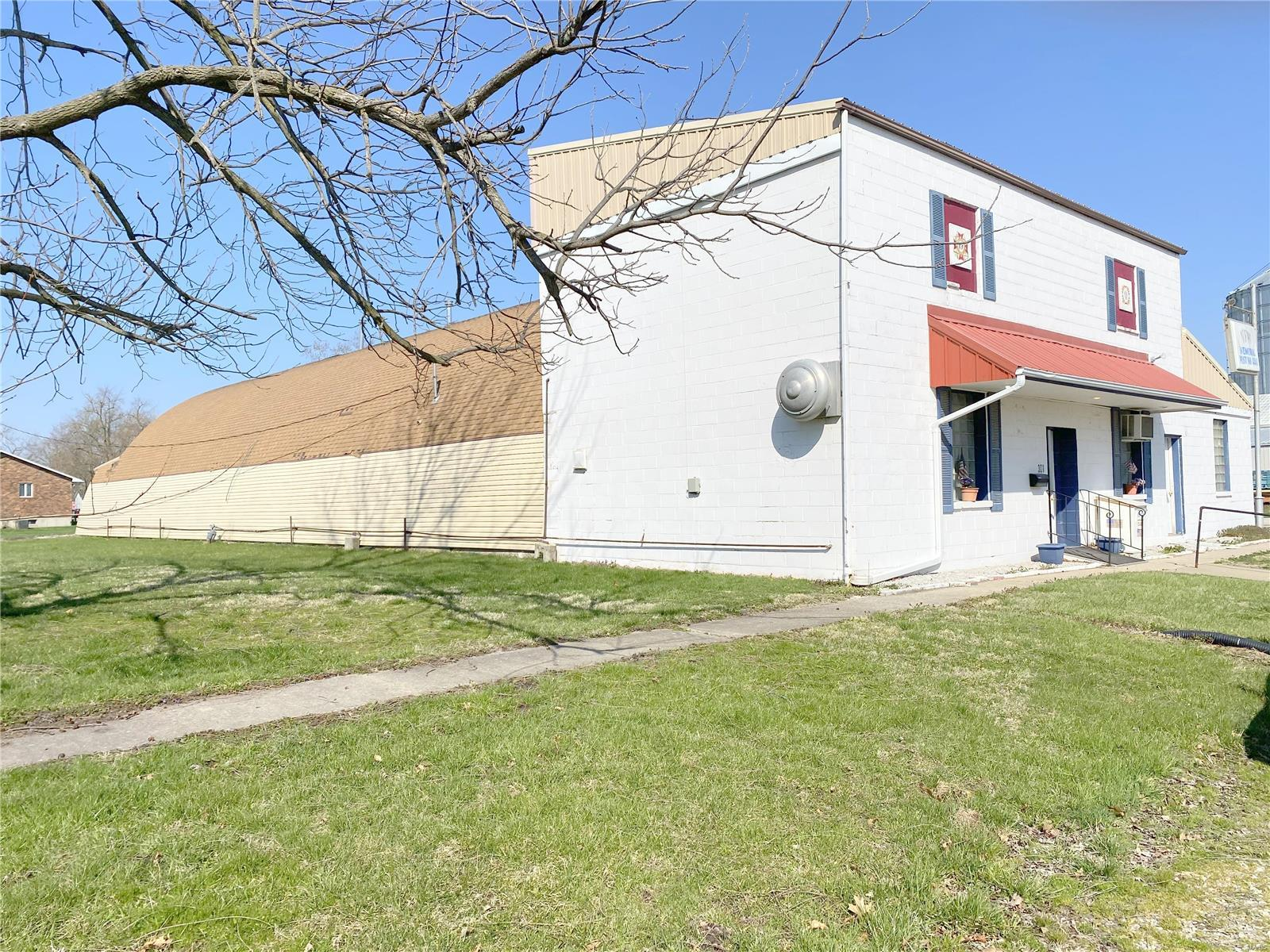 301 S Locust Street Property Photo - Monroe City, MO real estate listing