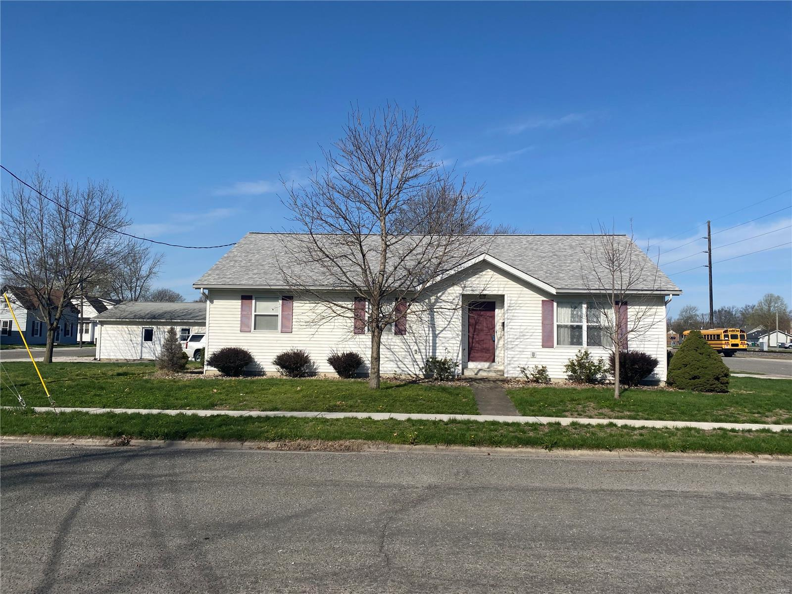 67 S Main Property Photo - Breese, IL real estate listing