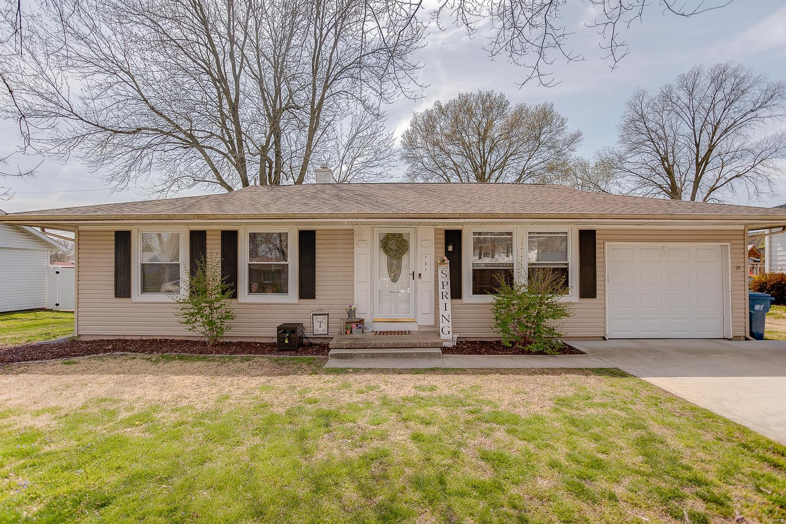 101 W Poos Drive Property Photo - New Baden, IL real estate listing