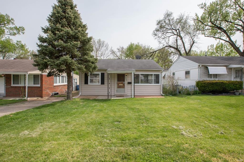 7760 W Bruno Avenue Property Photo - Maplewood, MO real estate listing