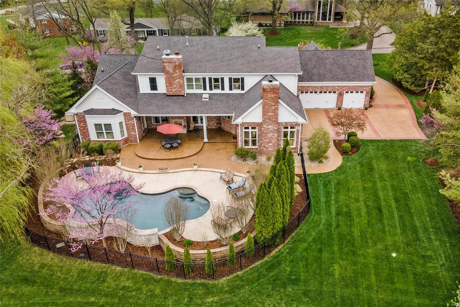 16 Outer Ladue Drive Property Photo