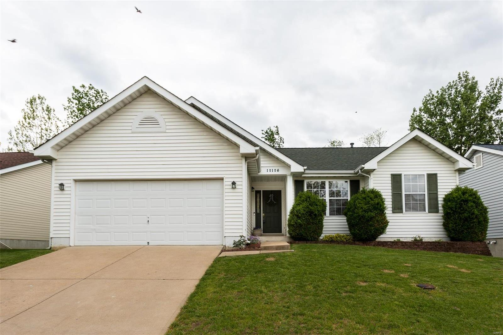 12126 Glenpark Drive Property Photo - Maryland Heights, MO real estate listing
