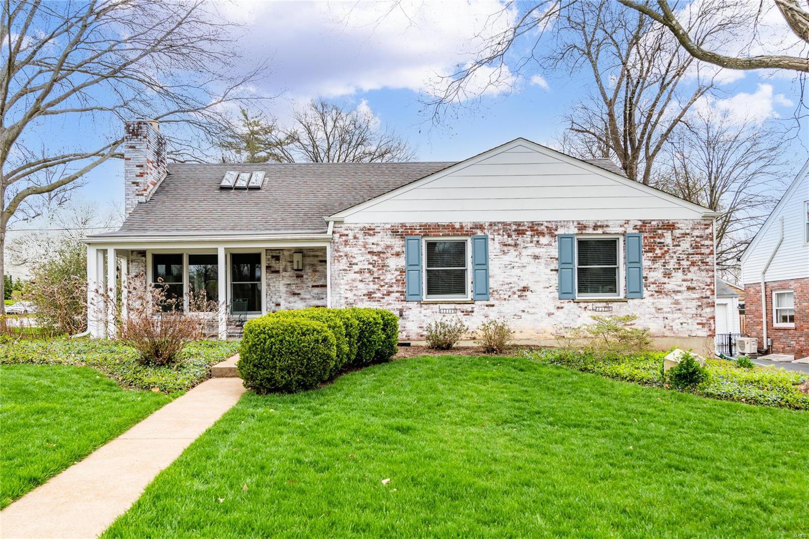 2 Hawthorne Court Property Photo - Glendale, MO real estate listing