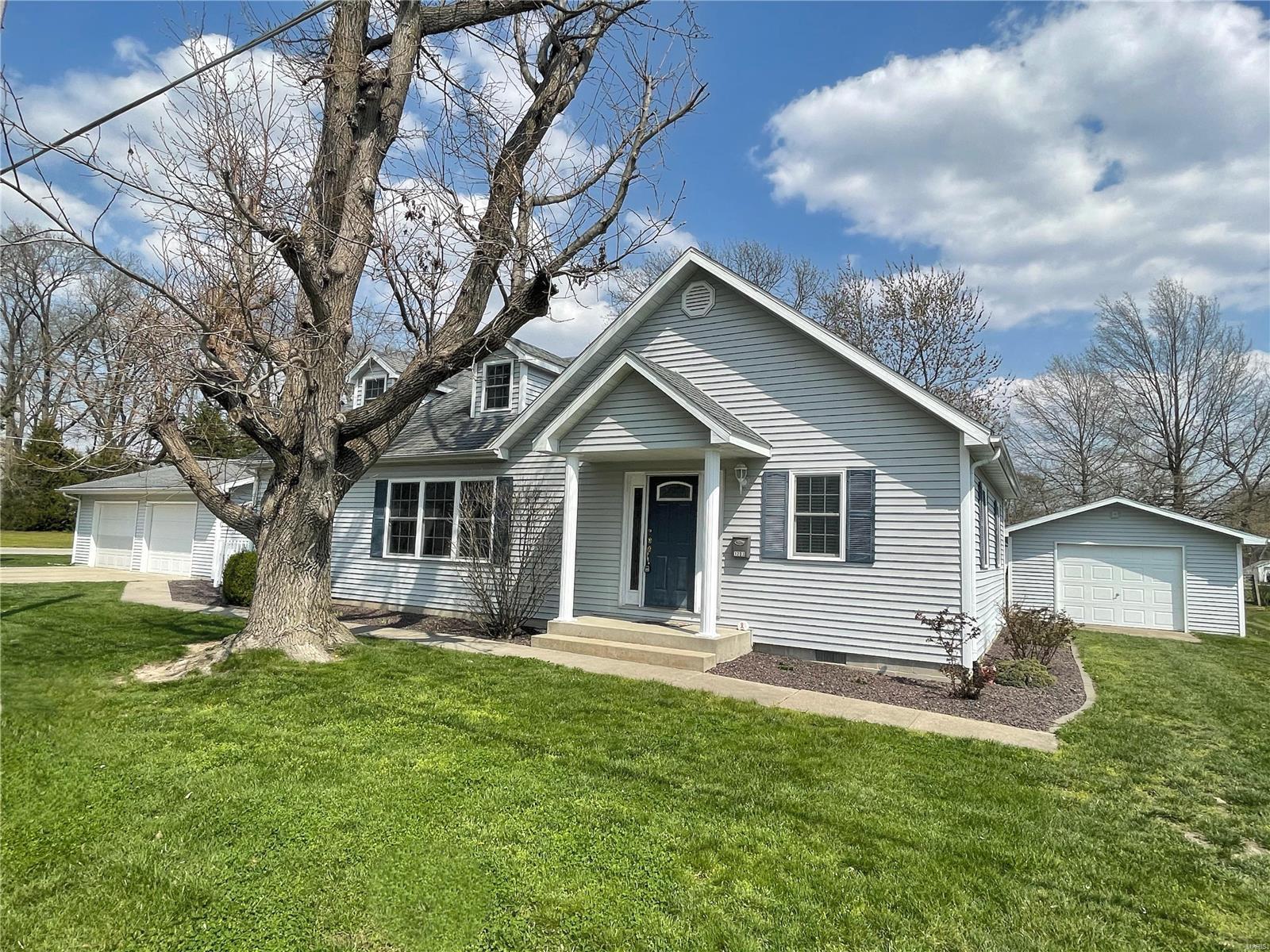 1203 Seymour Avenue Property Photo - Hillsboro, IL real estate listing