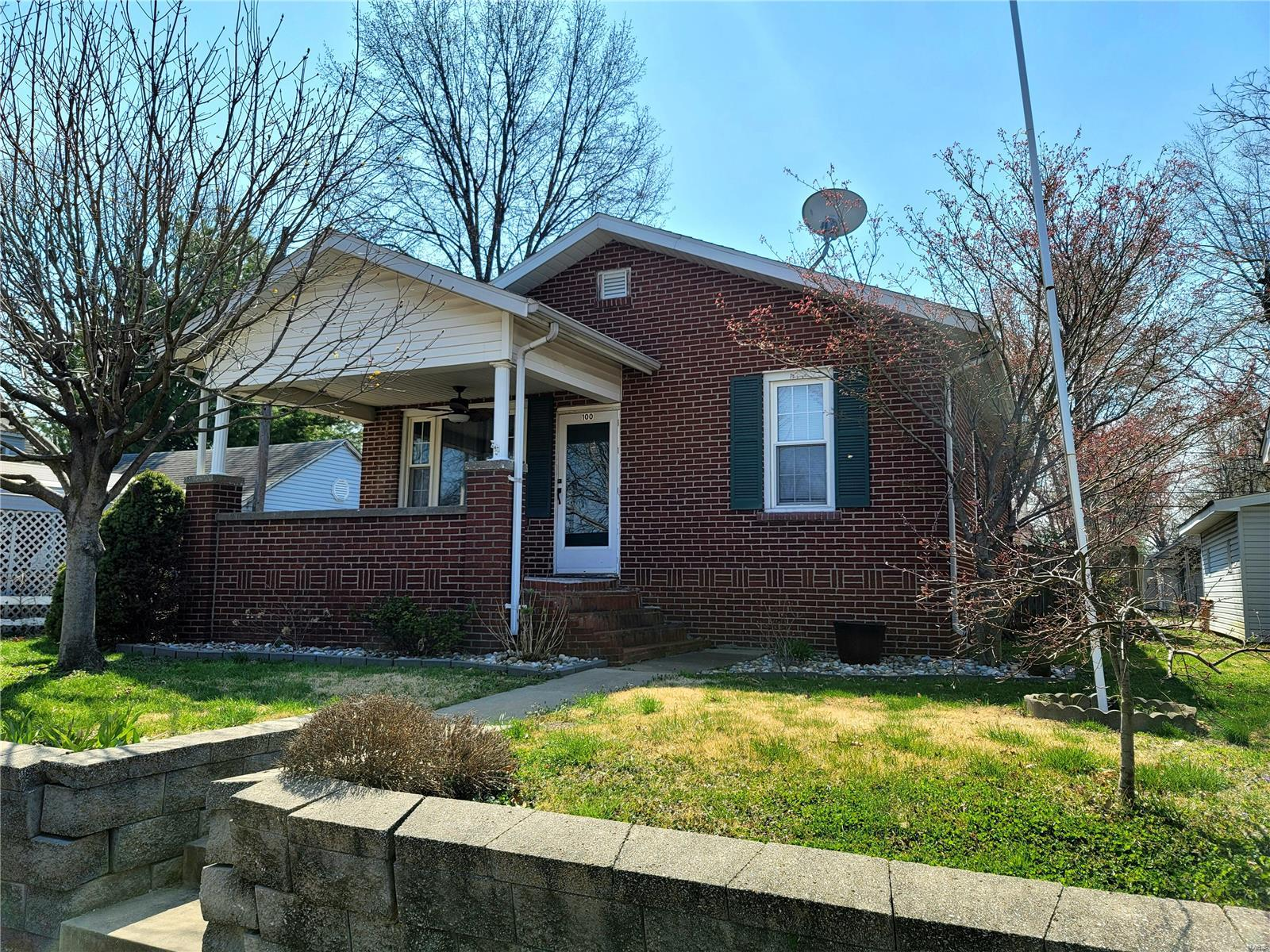 100 W Third Street Property Photo - Hartford, IL real estate listing