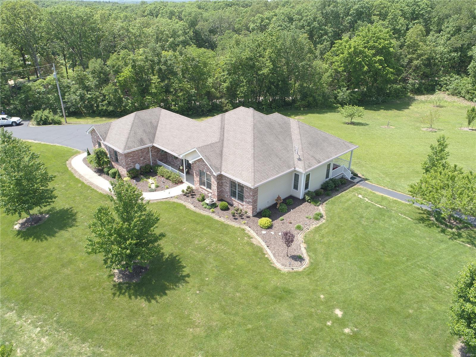1725 Hendricks Road Property Photo - Robertsville, MO real estate listing