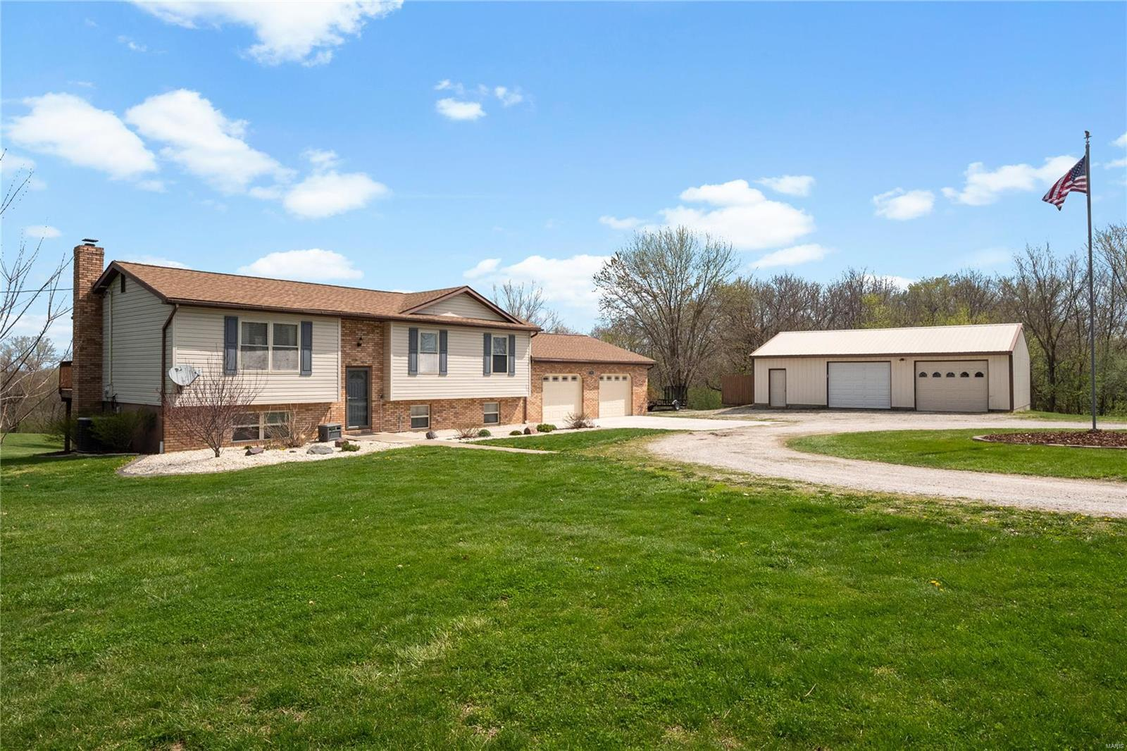 7311 Eastwind Drive Property Photo - Godfrey, IL real estate listing