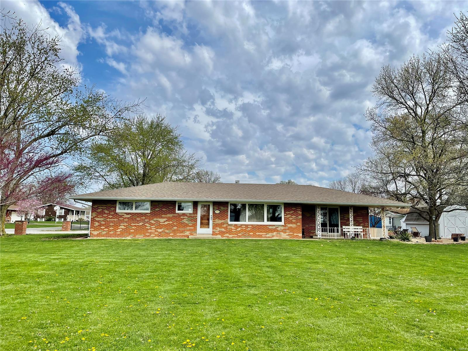 405 E Cumberland Road Property Photo - Brownstown, IL real estate listing