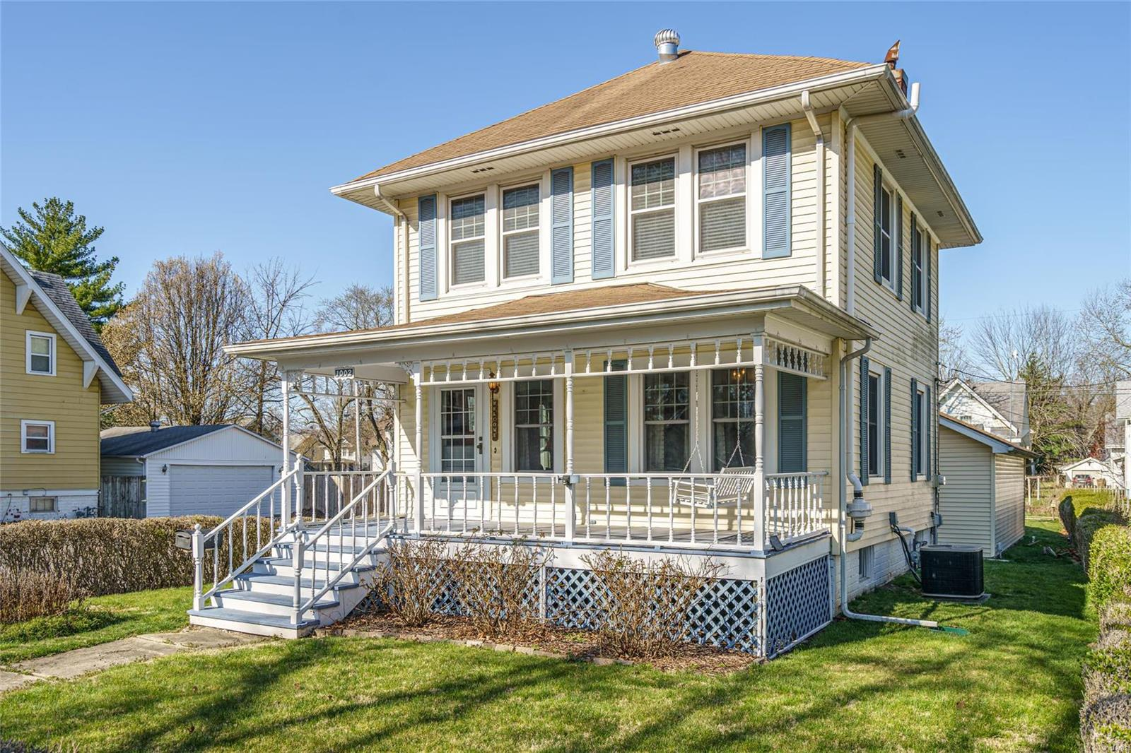 1002 Johnson Street Property Photo - Carlinville, IL real estate listing
