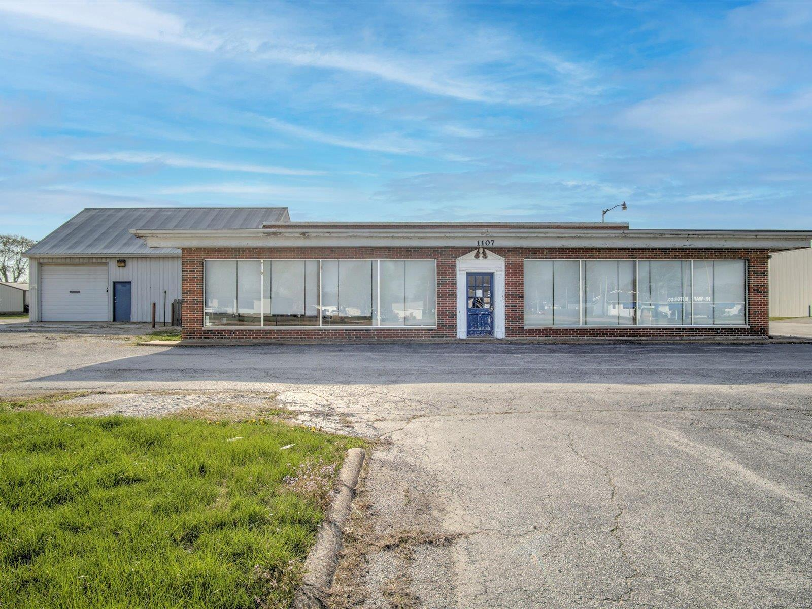 1107 S Main Street Property Photo - Red Bud, IL real estate listing