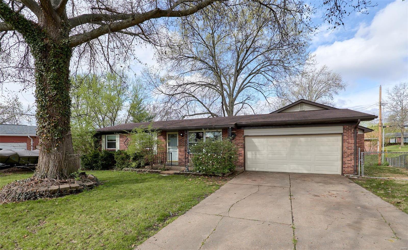 3221 Gwengreen Drive Property Photo - Bridgeton, MO real estate listing