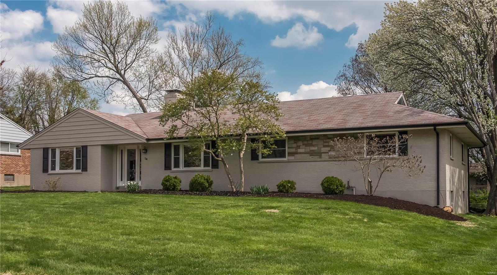 734 Villa Place Ct Property Photo - Olivette, MO real estate listing