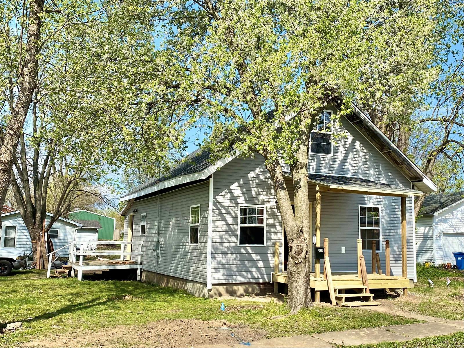 1000 N Garfield Street Property Photo 1
