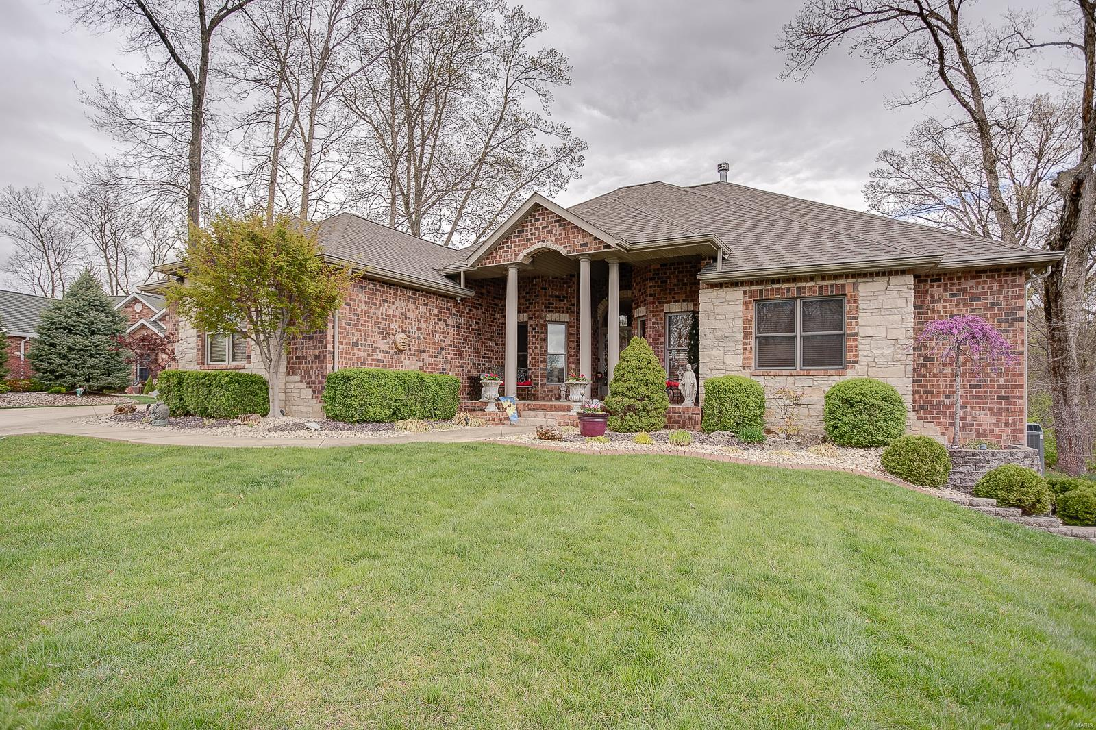 2866 Woodfield Drive Property Photo - Maryville, IL real estate listing