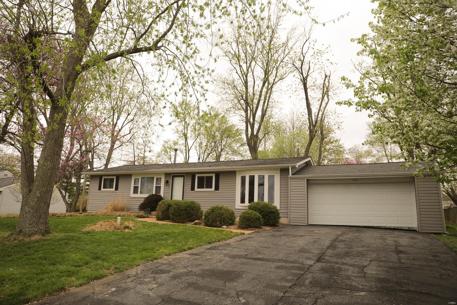 1521 Maple Lane Property Photo - Ellisville, MO real estate listing