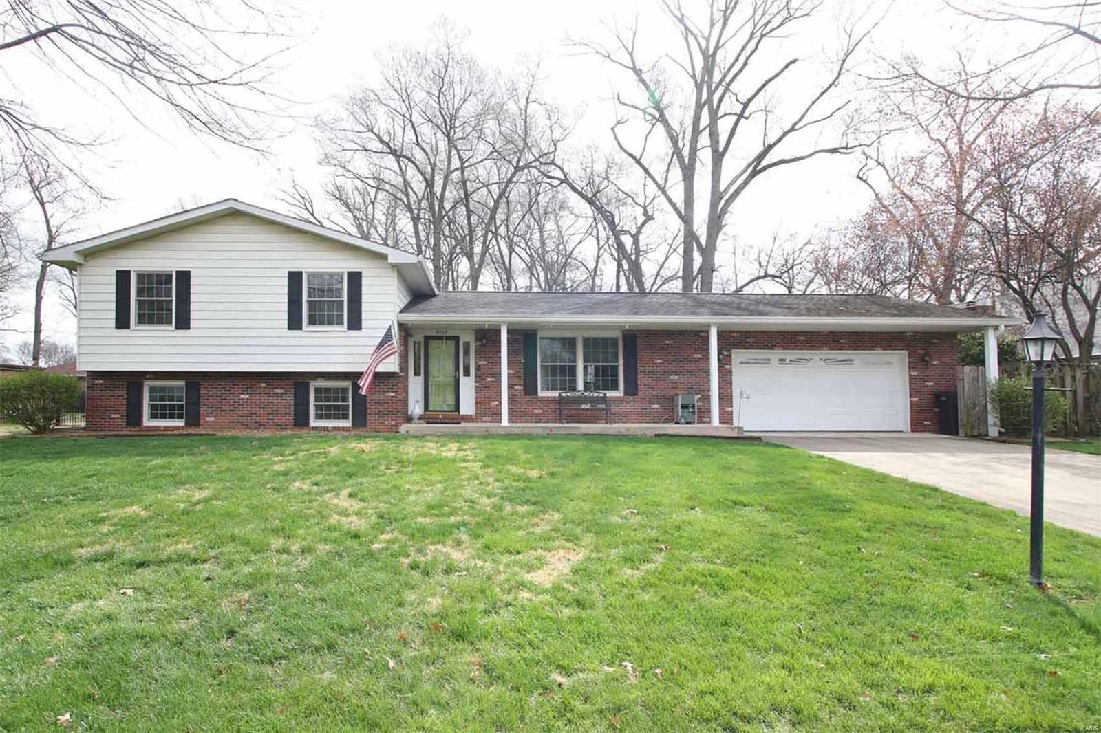 5303 Brian Drive Property Photo - Godfrey, IL real estate listing