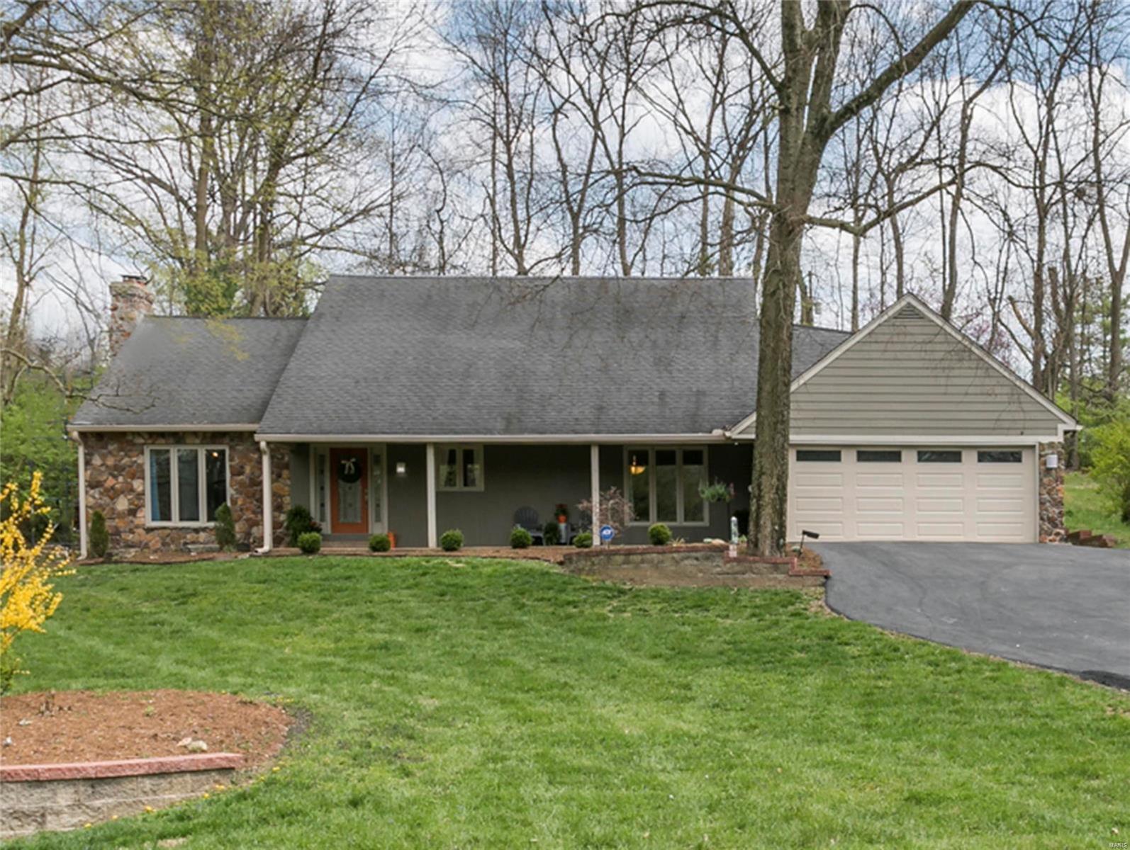 18 Powder Creek Drive Property Photo - Belleville, IL real estate listing