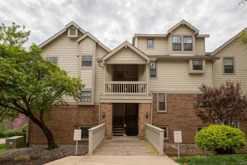 12940 Bryce Canyon Drive #B Property Photo - Maryland Heights, MO real estate listing