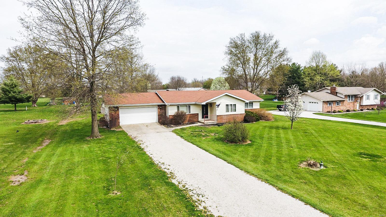 33 Horseshoe Lane Property Photo - Litchfield, IL real estate listing