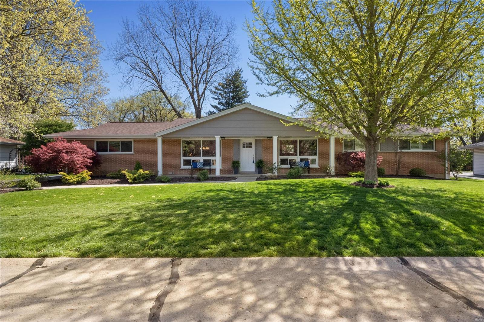 832 Berry Hill Property Photo - Olivette, MO real estate listing