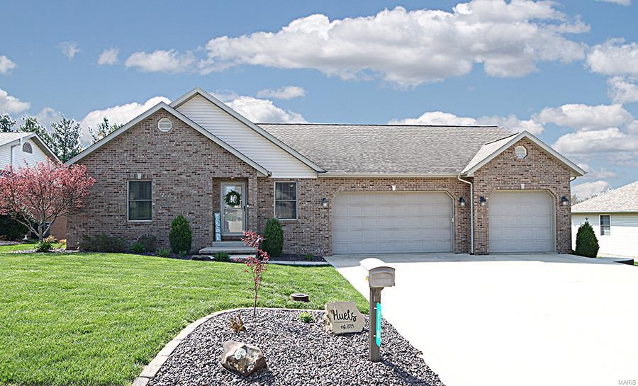 710 Deer Circle Property Photo - Carlyle, IL real estate listing
