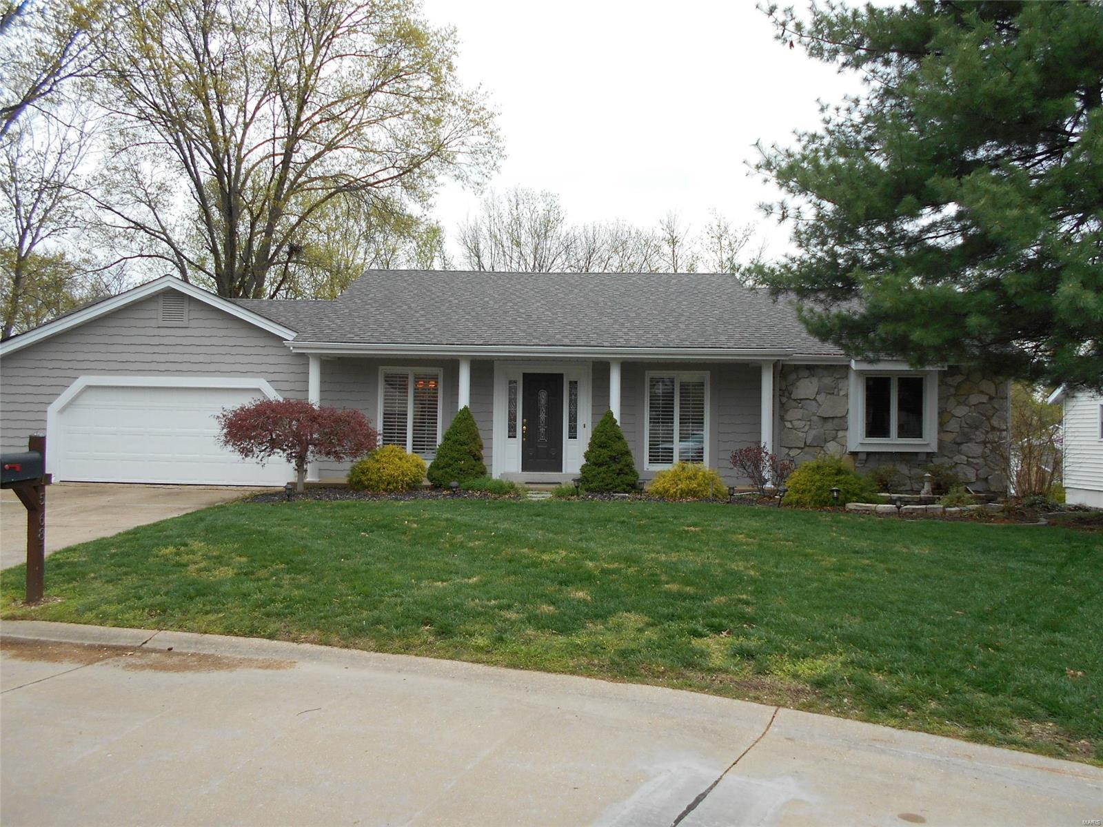 15687 Iron Lake Court Property Photo - Chesterfield, MO real estate listing