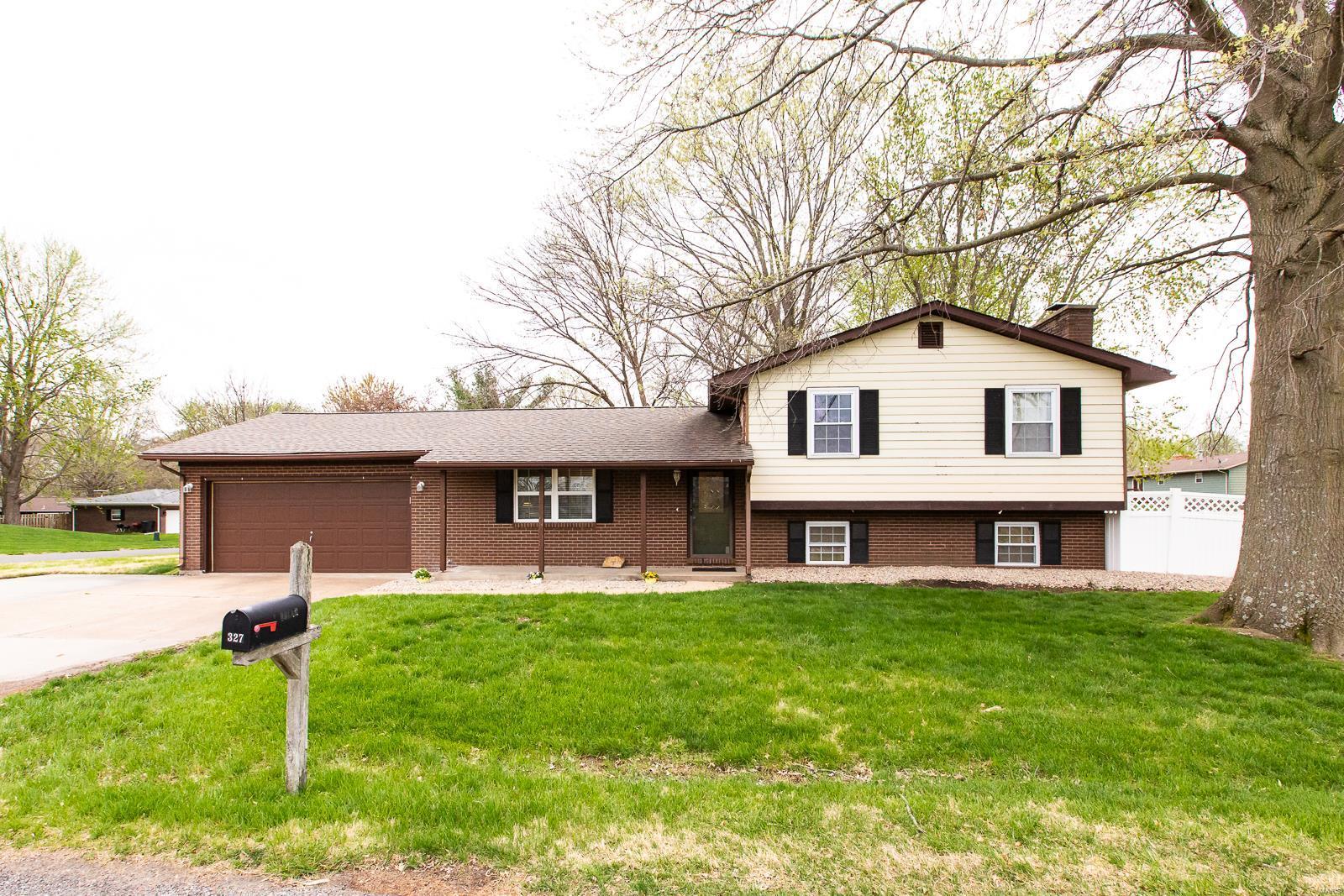 327 Sunset Drive Property Photo - Smithton, IL real estate listing