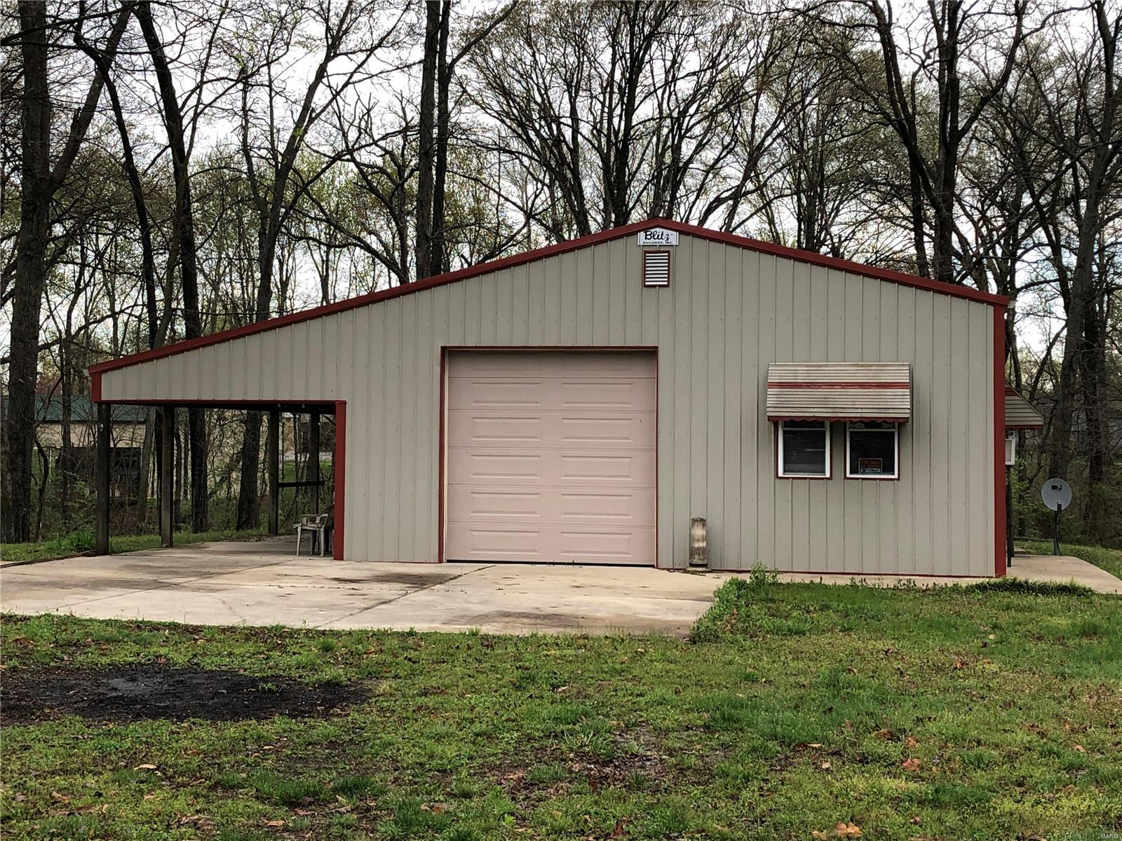 19507 Timber Lane Property Photo - Carlyle, IL real estate listing