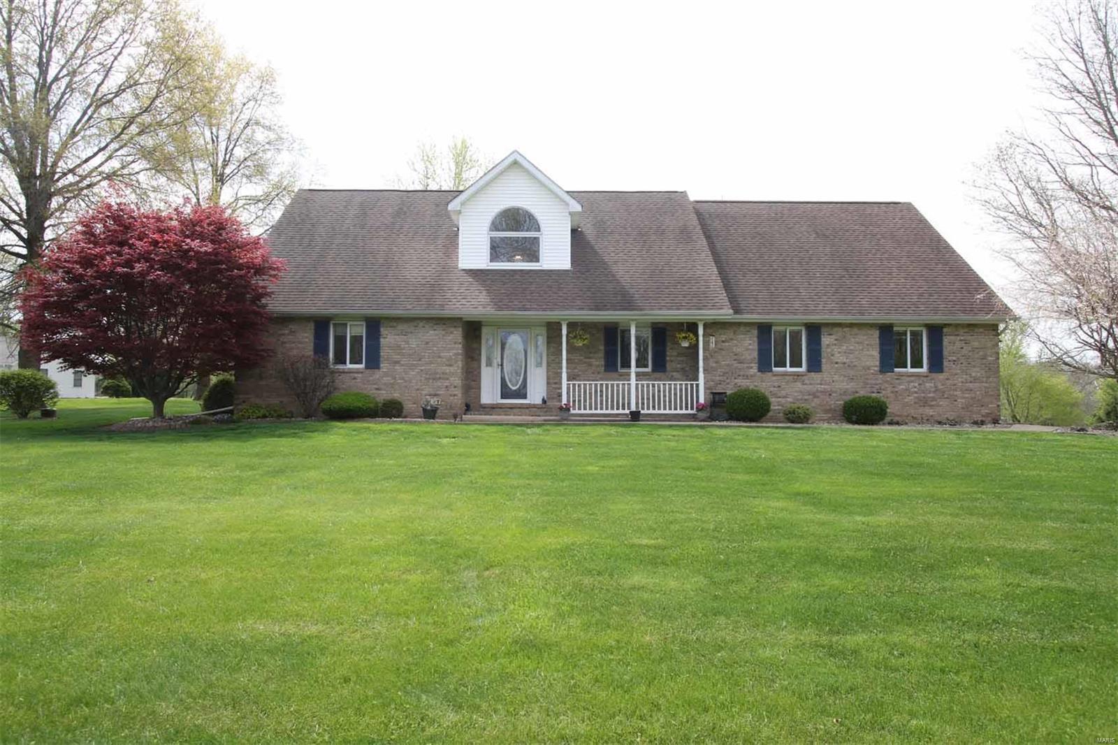 2907 Fox Run Drive Property Photo - Godfrey, IL real estate listing