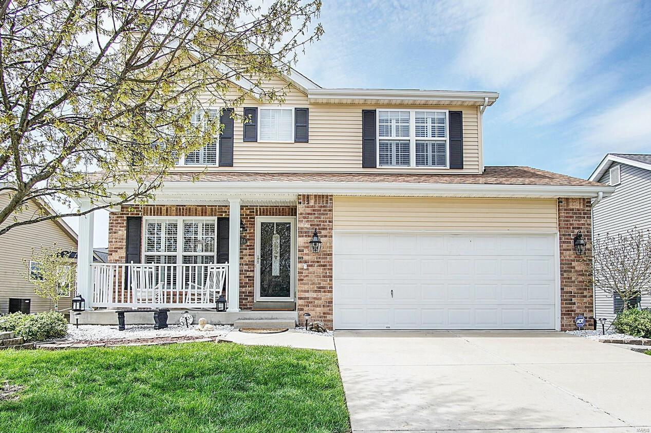 2274 Amberleigh Drive Property Photo - Maryville, IL real estate listing
