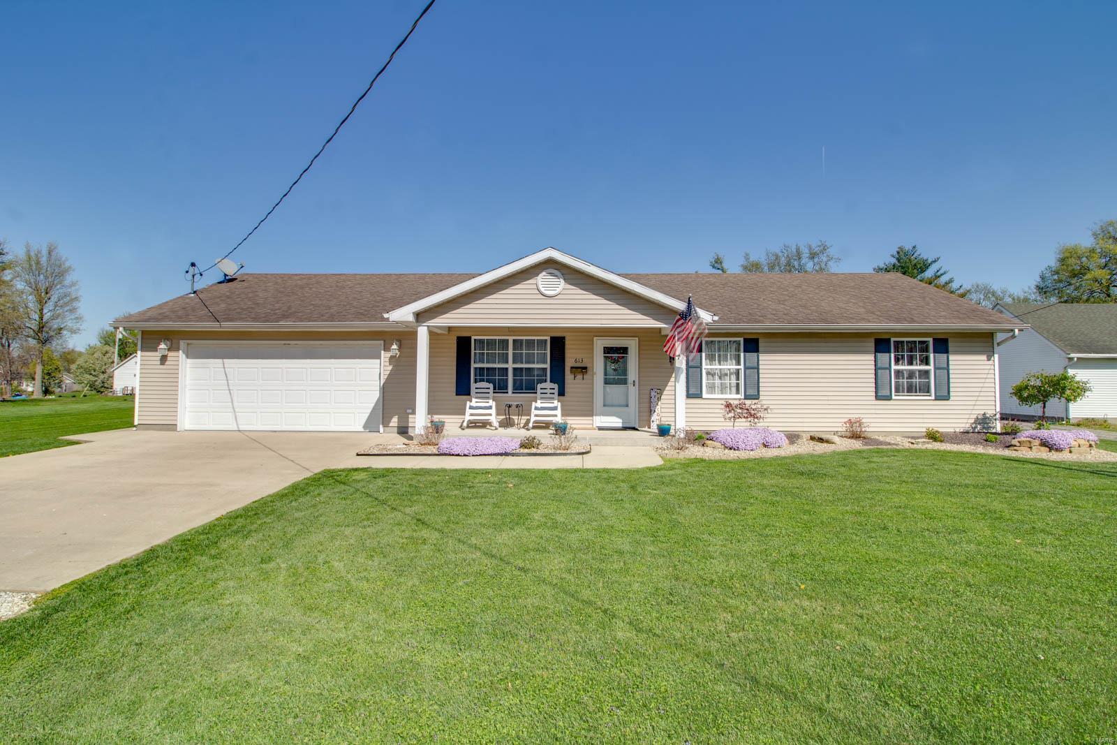 613 Burke Street Property Photo - Jerseyville, IL real estate listing