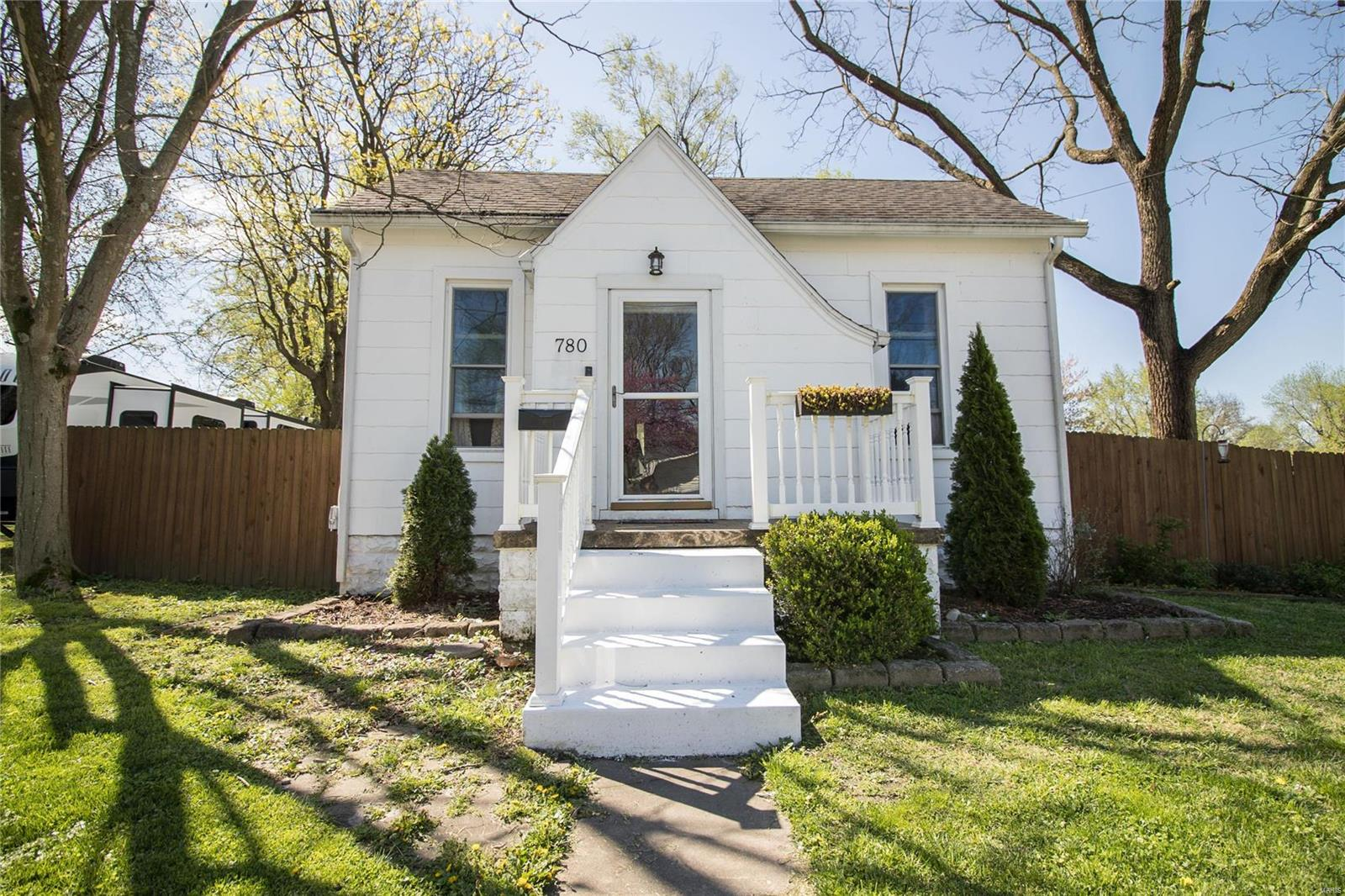 780 W Adams Street Property Photo - Nashville, IL real estate listing