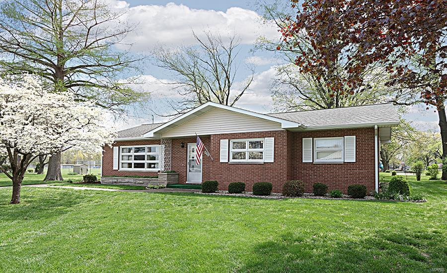 450 N 11th Street Property Photo - Breese, IL real estate listing