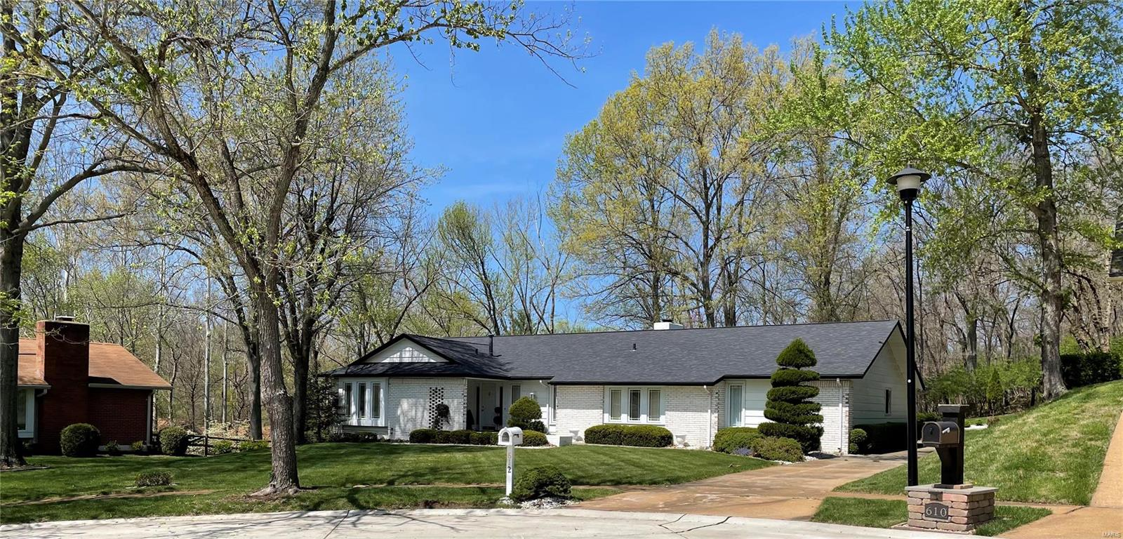 612 Morewood Court Property Photo - Manchester, MO real estate listing