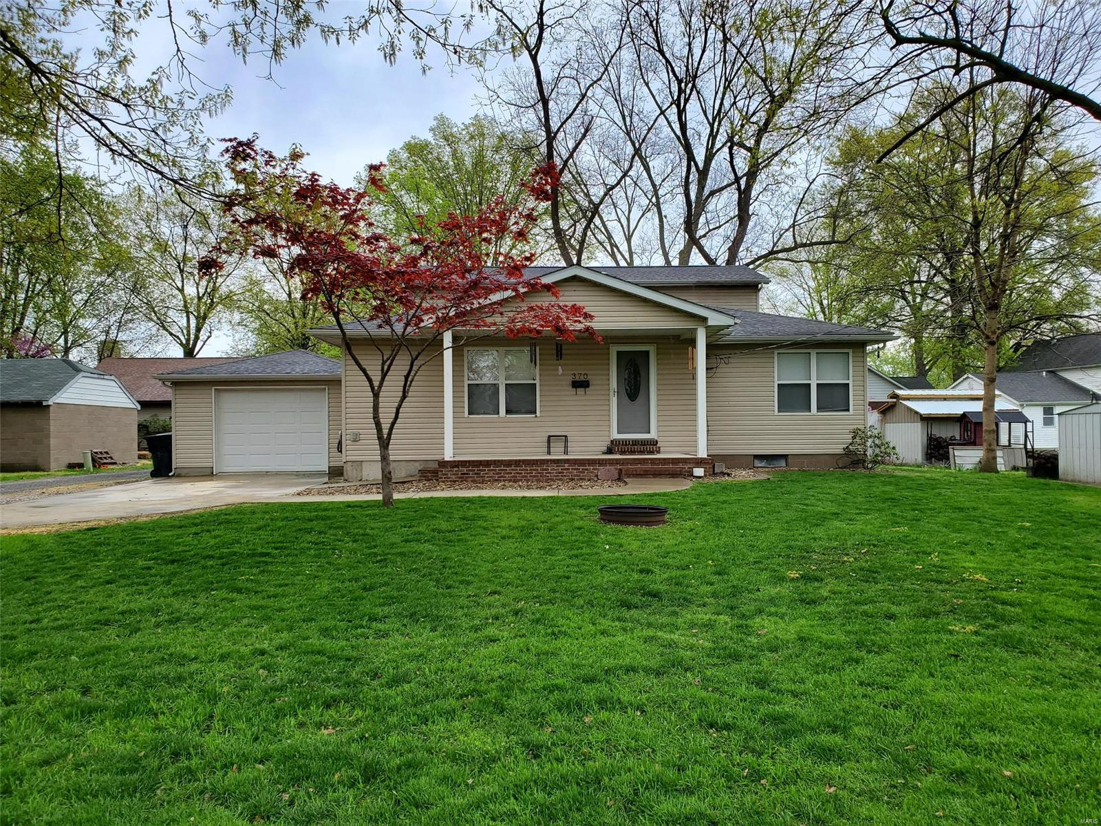 370 S Cherry Street Property Photo - Breese, IL real estate listing