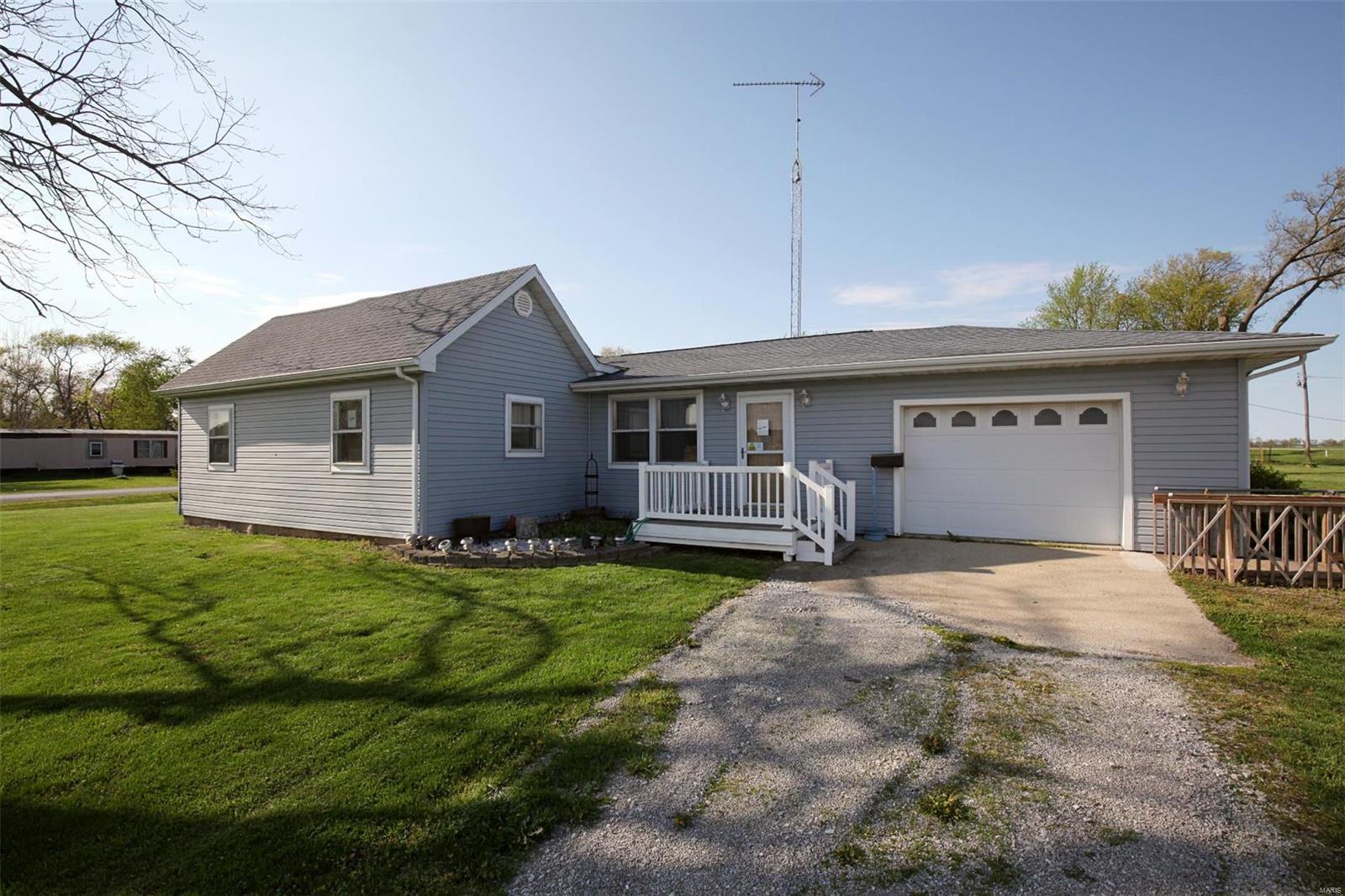 897 E 900 Avenue Property Photo - Shobonier, IL real estate listing