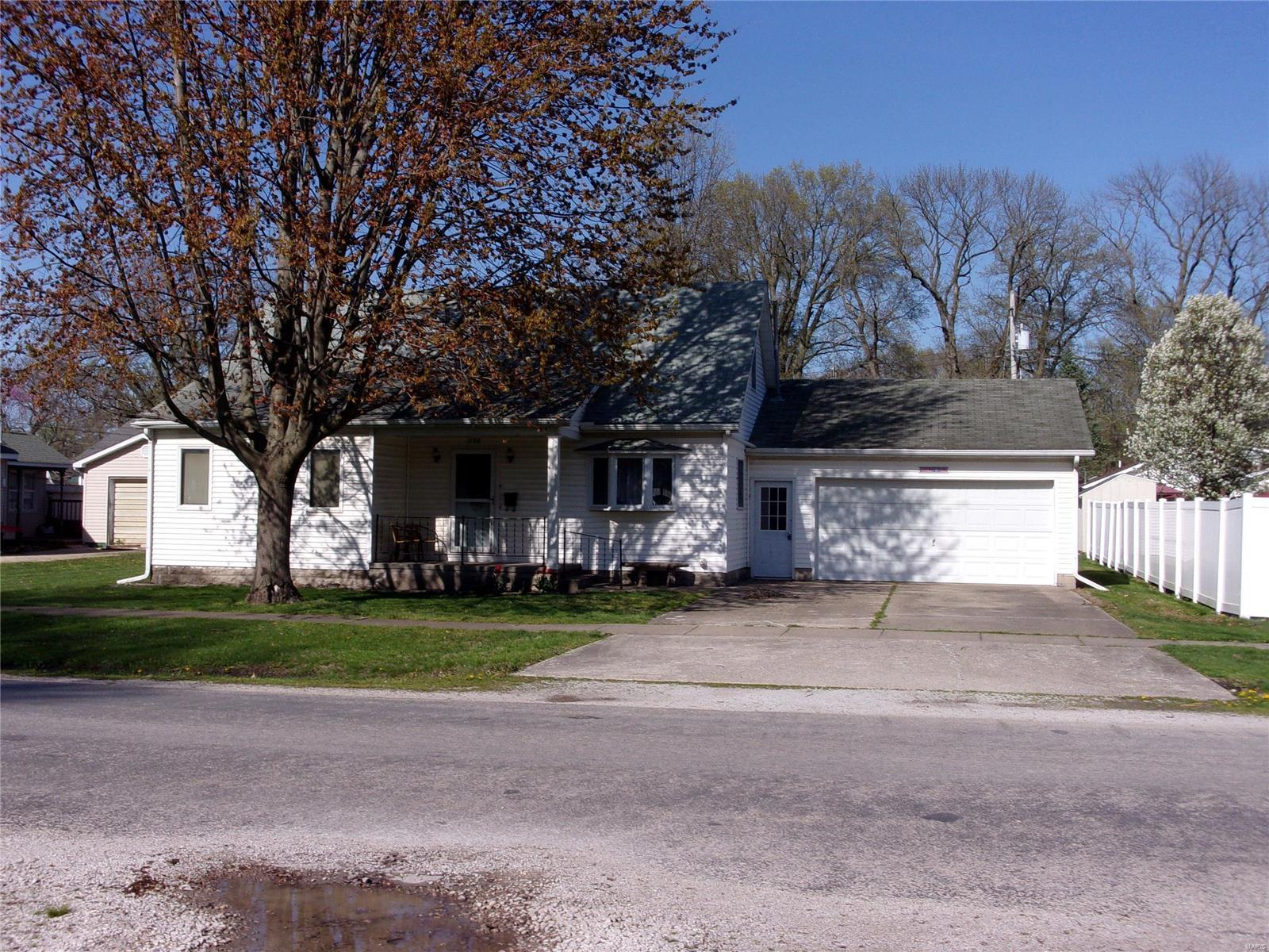 208 N Maple Street Property Photo - Nokomis, IL real estate listing