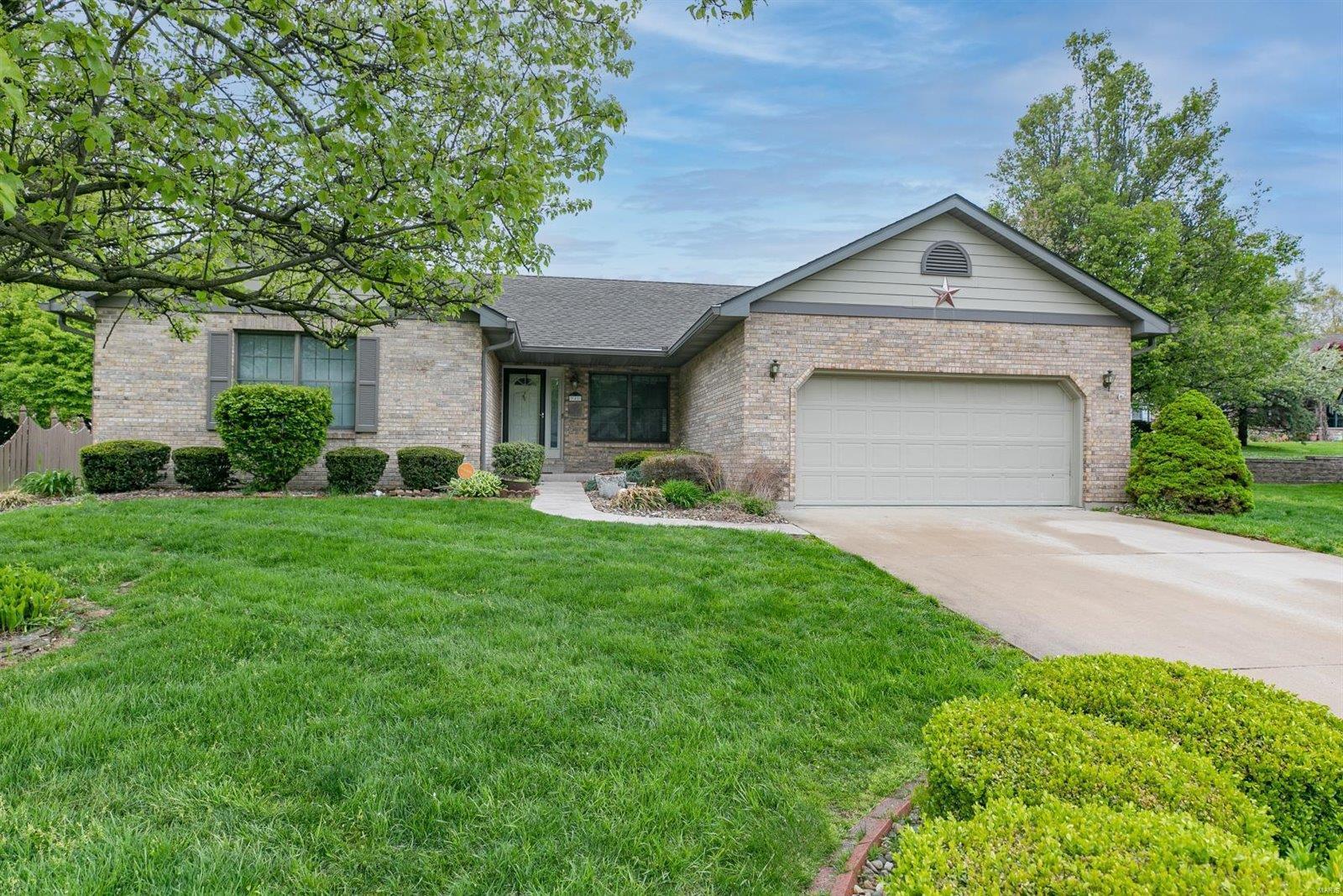 311 Hickory Bend Property Photo - Belleville, IL real estate listing