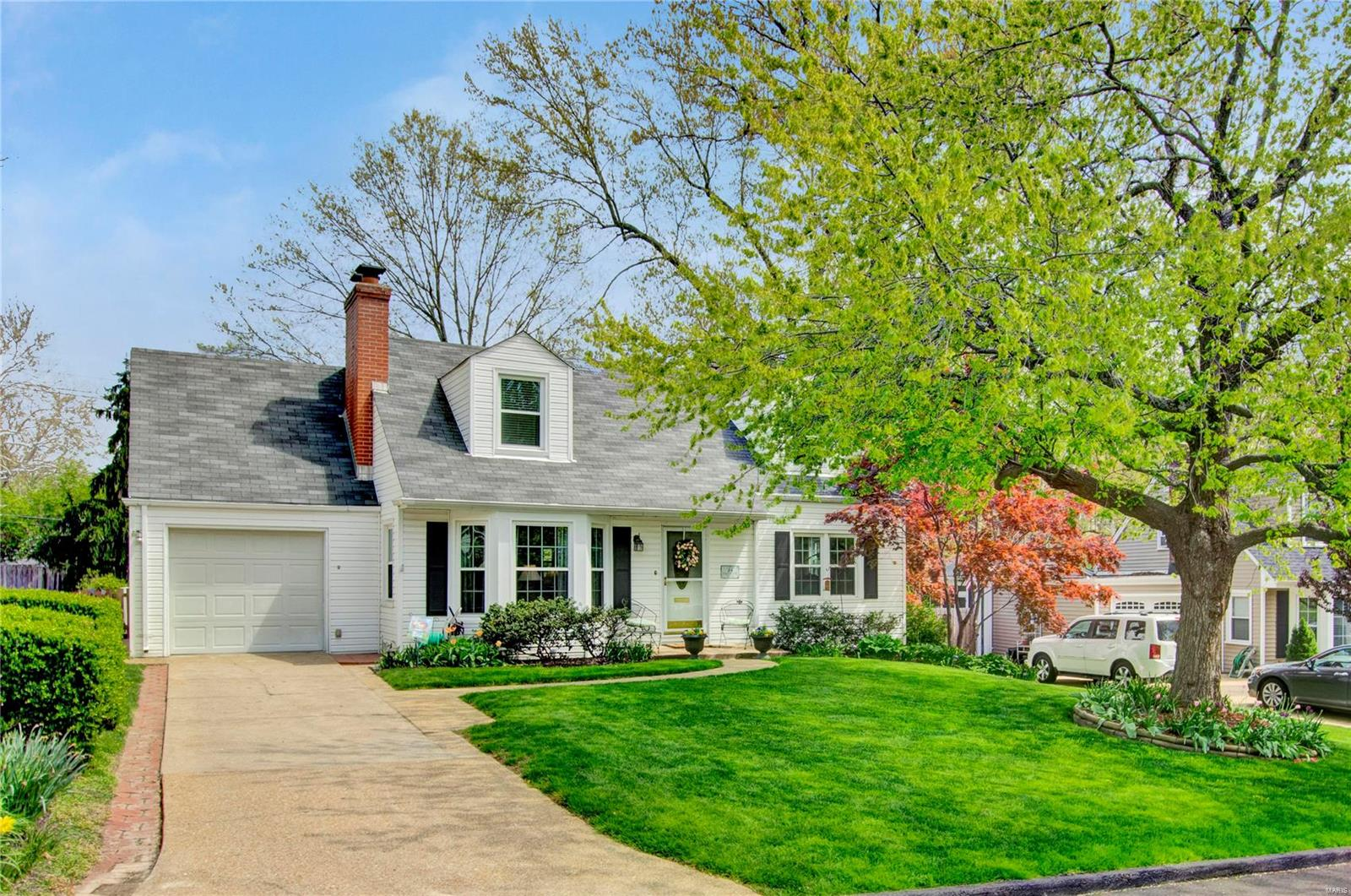 24 Cheyenne Court Property Photo - Glendale, MO real estate listing