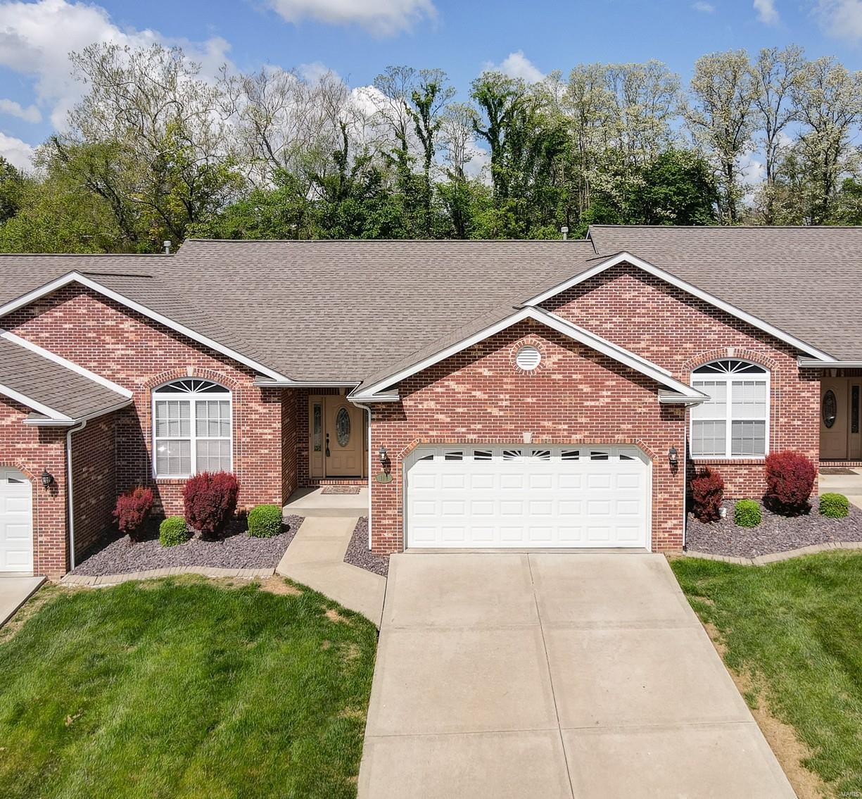119 Briar Ridge Property Photo - Maryville, IL real estate listing
