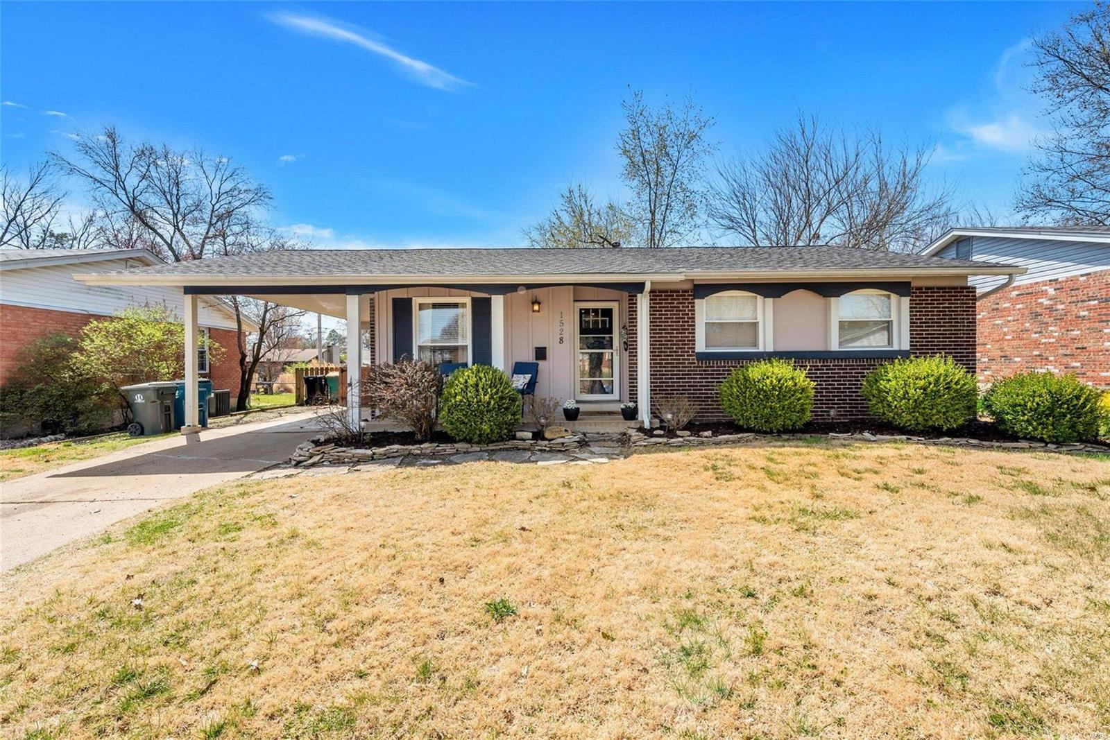 1528 Coachway Lane Property Photo - Hazelwood, MO real estate listing