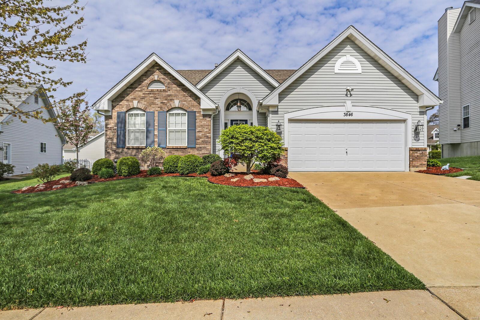 3846 Park Place Estates Drive Property Photo - Bridgeton, MO real estate listing