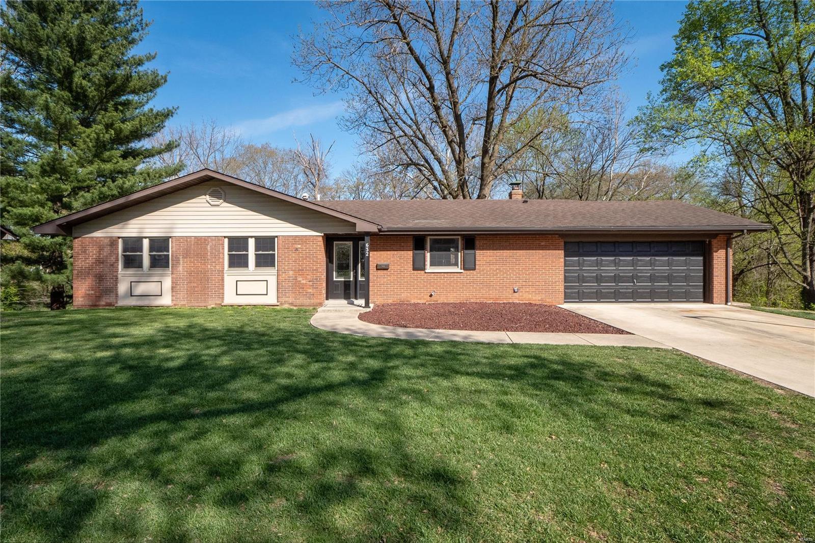 632 Springdale Drive Property Photo - Belleville, IL real estate listing