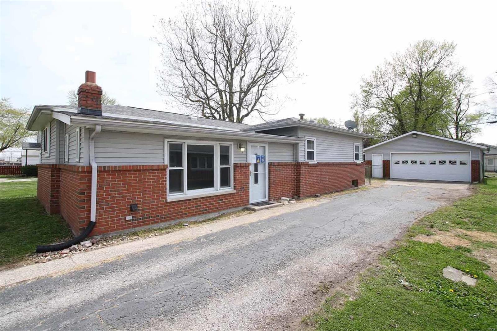 127 E 6th Street Property Photo - Roxana, IL real estate listing