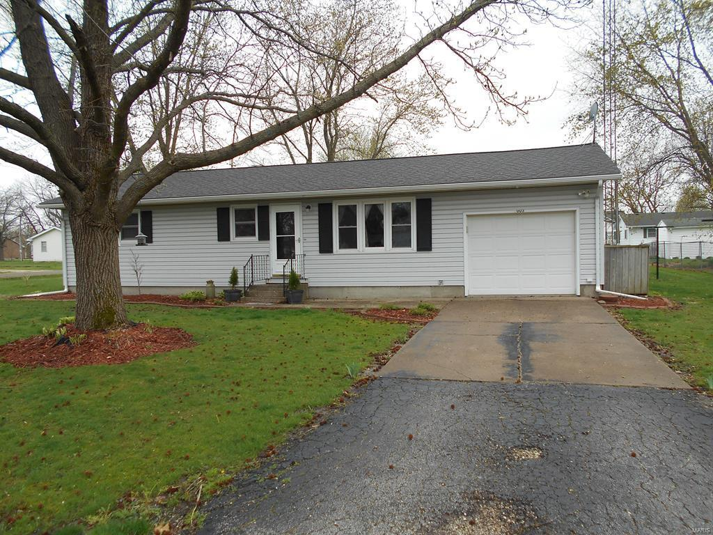 1003 Carr Lane Property Photo - Vandalia, MO real estate listing