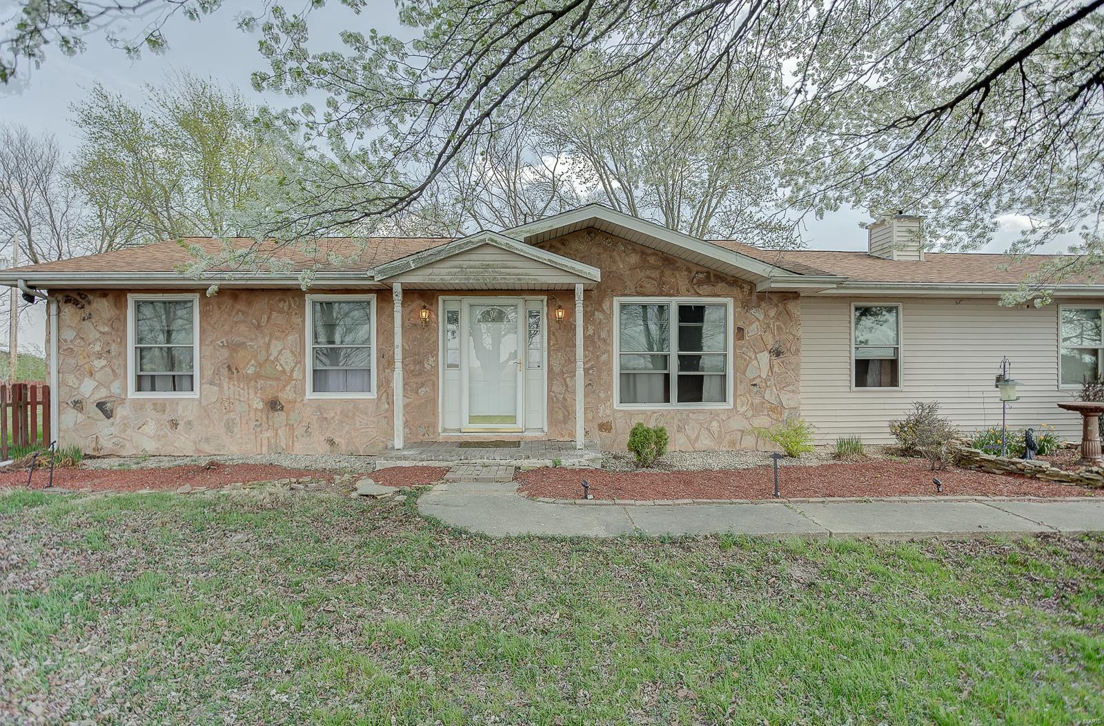 13457 Lee Road Property Photo - Trenton, IL real estate listing